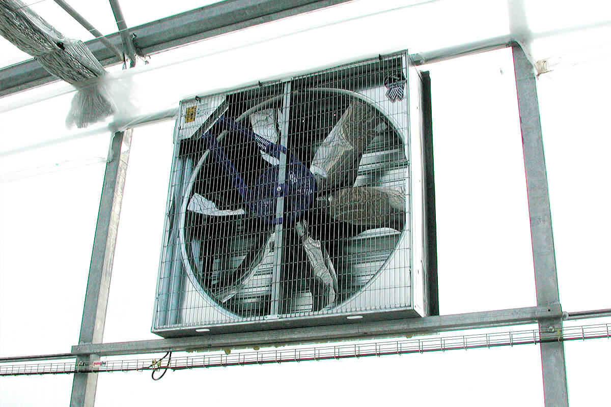 Extractor fan for greenhouses