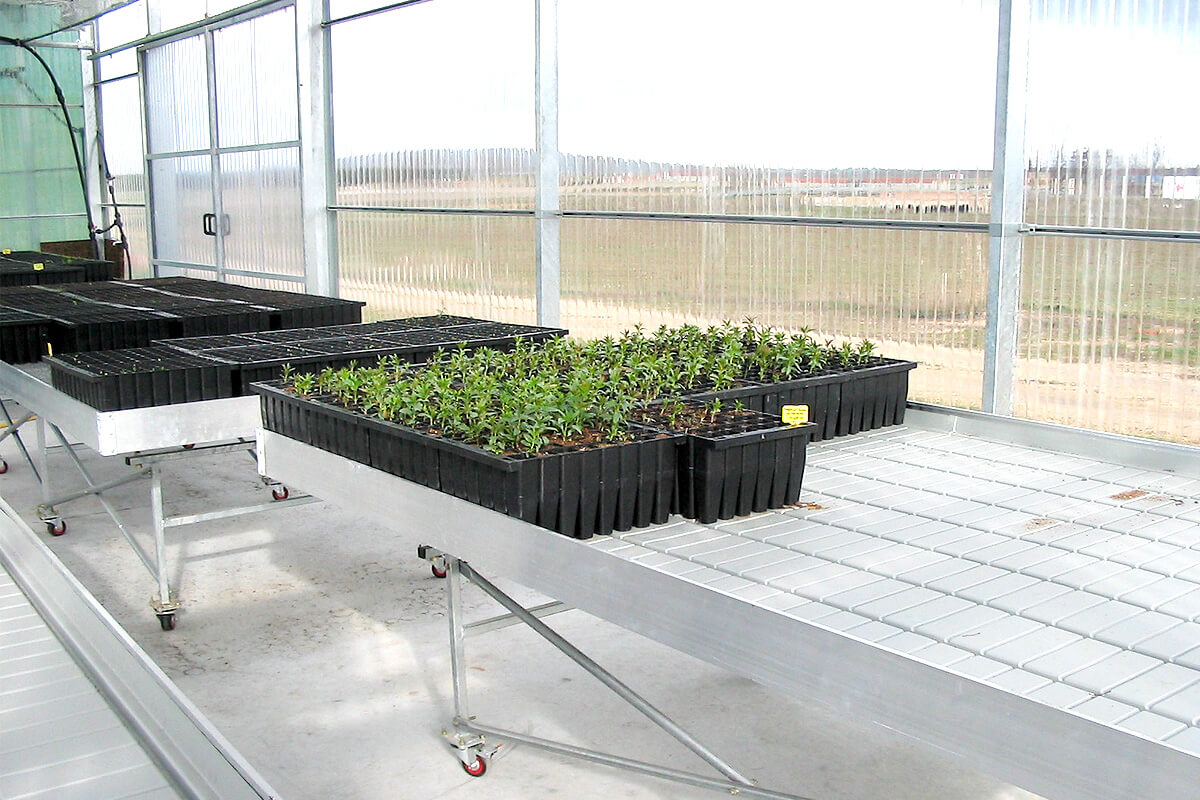 Growing benches for greenhouses